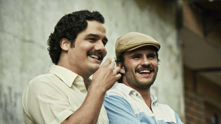 NARCOS. Narra la historia de Pablo Escobar al frente del Cartel de Medellín. Como los buenos empresarios, Escobar, desde que empezó en el negocio de la droga, tenía muy claro su objetivo: ser la persona más rica del mundo. Se fijó pequeños y grandes objetivos y todos los logró, aunque no utilizó su modelo de negocio con un fin positivo para la sociedad.